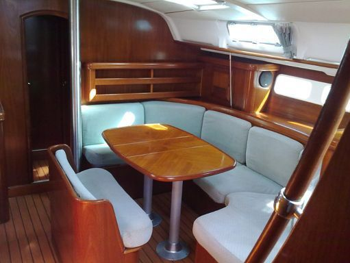 Sailboat Beneteau Oceanis 411 · 2000 (1)
