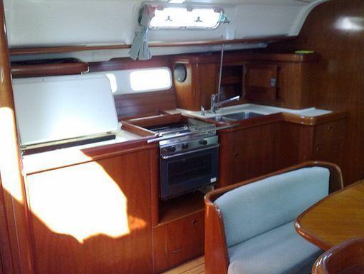 Sailboat Beneteau Oceanis 411 · 2000 (2)
