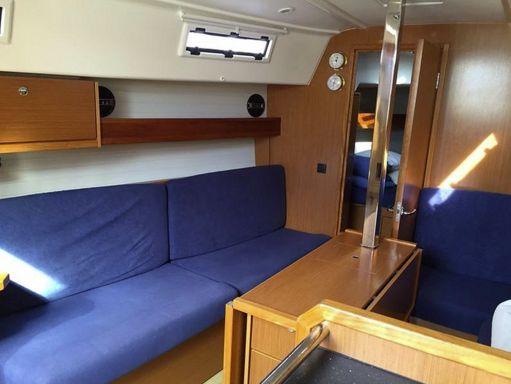 Sailboat Bavaria Cruiser 33 · 2013 (2)