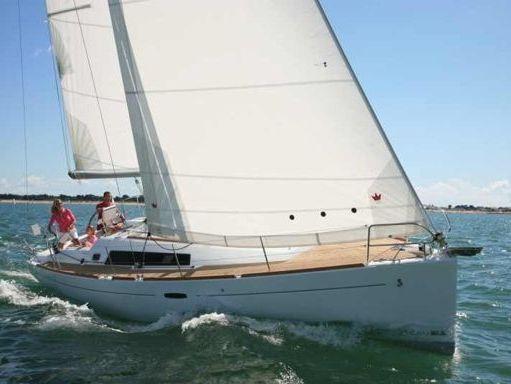 Sailboat Beneteau Oceanis 37 · 2007 (1)