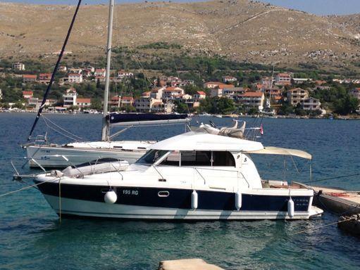 Barco a motor Beneteau Antares 10.80 (2008) (0)
