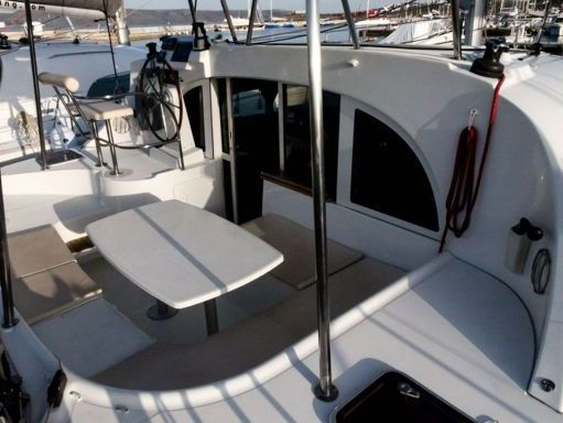 Catamaran Lagoon 380 S2 · 2009 (refit 2015) (1)