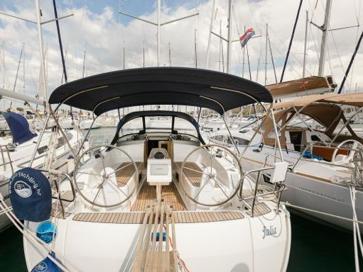 Sailboat Bavaria Cruiser 37 · 2014 (4)