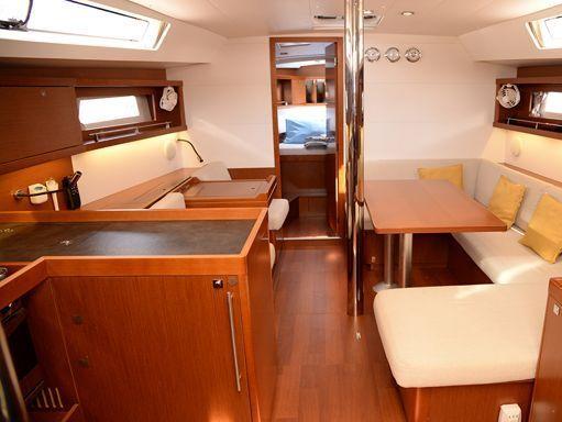 Sailboat Beneteau Oceanis 41 · 2014 (4)