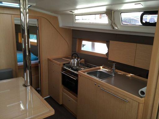 Sailboat Beneteau Oceanis 38 · 2014 (4)
