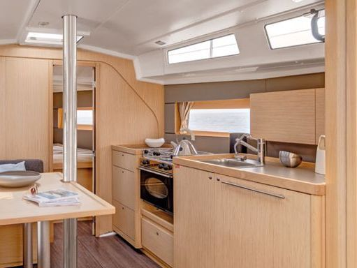 Sailboat Beneteau Oceanis 38 · 2017 (2)