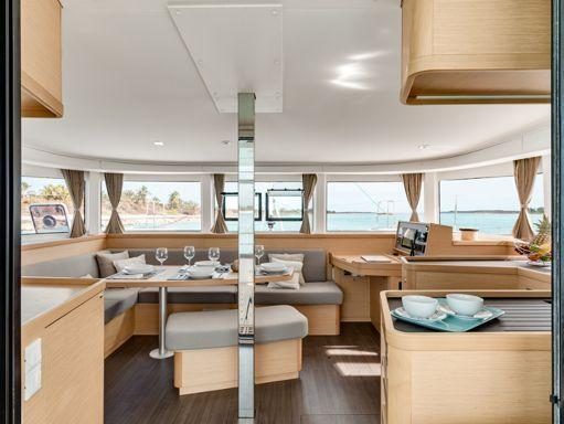 Catamaran Lagoon 42 (2019) (1)