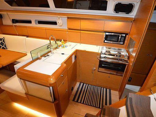 Sailboat Jeanneau Sun Odyssey 440 · 2016 (4)