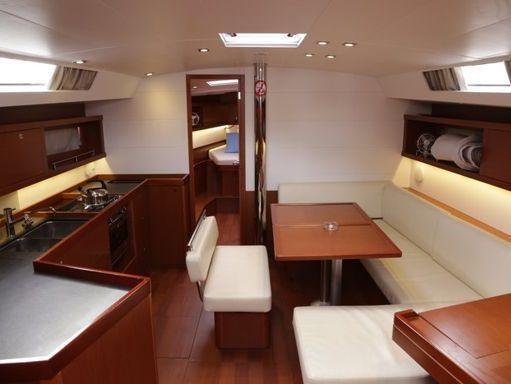 Sailboat Beneteau Oceanis 45 · 2014 (2)