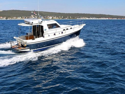 Barco a motor Sas Vektor Adria 1002 · 2011 (1)