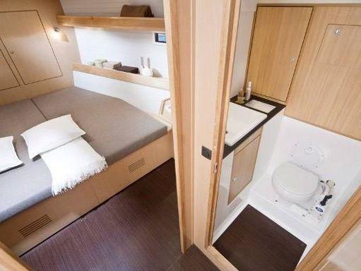 Sailboat Bavaria Cruiser 45 · 2010 (4)