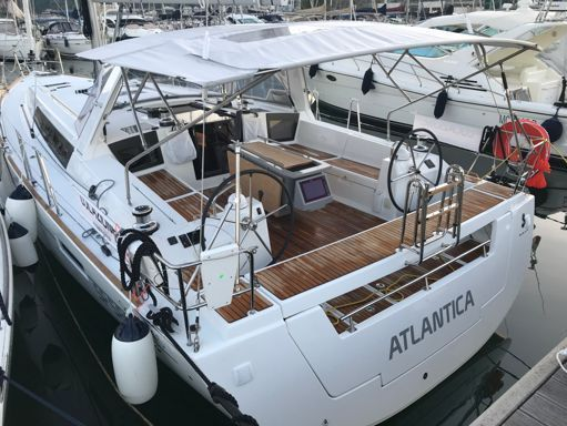 Sailboat Beneteau Oceanis 45 · 2018 (2)