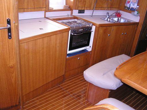 Sailboat Jeanneau Sun Odyssey 37.1 · 1996 (refit 2010) (4)