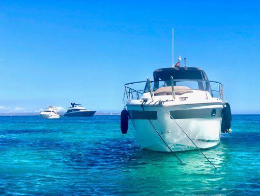 Motorboat Bavaria Sport 300 · 2019 (2)