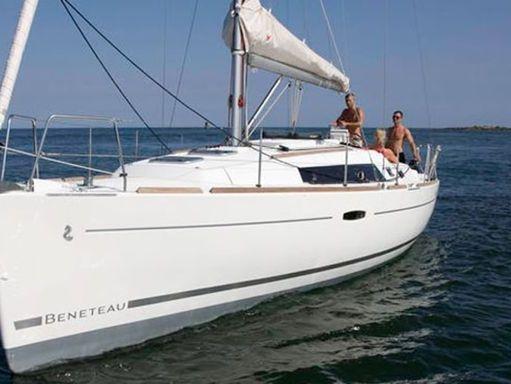 Sailboat Beneteau Oceanis 34 · 2010 (4)