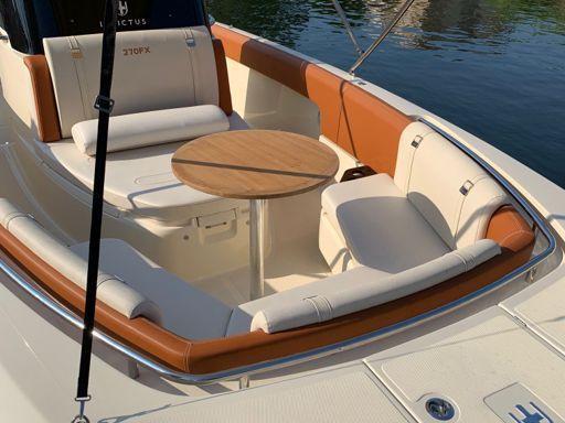 Speedboat Invictus 270 FX · 2019 (4)