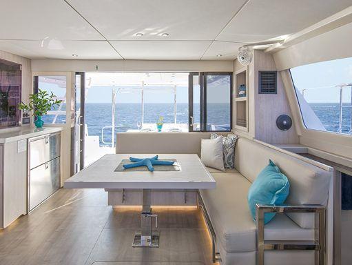 Motor Catamaran Leopard Moorings 433 · 2019 (1)