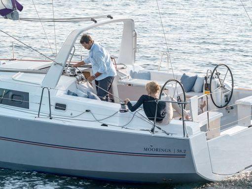 Sailboat Beneteau Moorings 382 · 2016 (1)