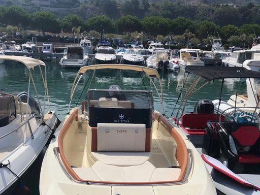 Motorboat Invictus 240 FX · 2018 (0)