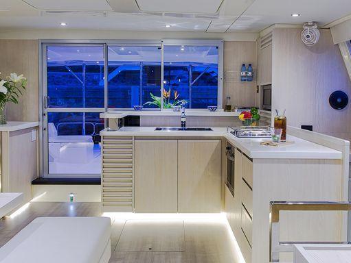 Motor Catamaran Leopard Moorings 514 · 2019 (1)