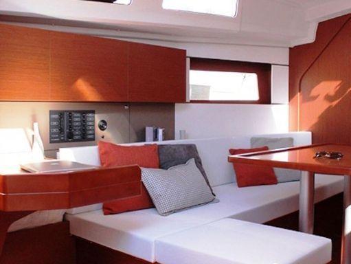 Sailboat Beneteau Moorings 35.2 · 2019 (1)