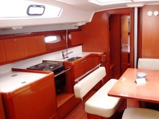 Sailboat Beneteau Oceanis 43 · 2010 (1)