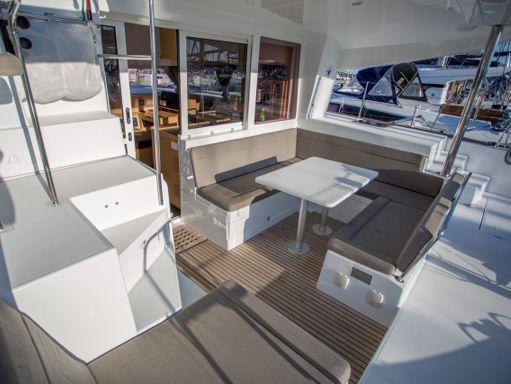 Catamaran Lagoon 400 S2 · 2015 (refit 2020) (2)