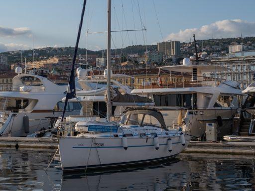 Sailboat Beneteau Cyclades 39.3 · 2006 (2)
